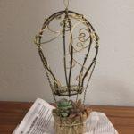 リビングカルチャー倶楽部  高槻教室 ・  カラーワイヤーで作る「気球&多肉植物」